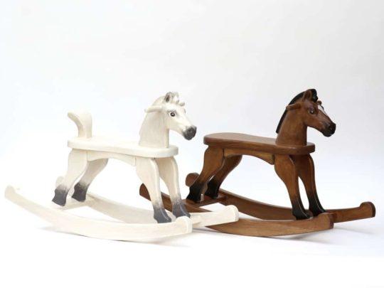 Les chevaux avec des différents traitements de surface