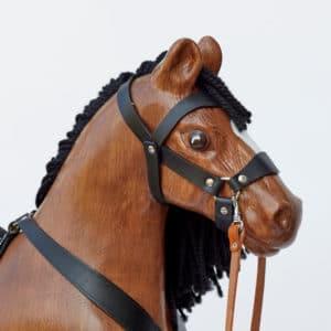 Le cheval à Bascule en Bois grand Čenda 53 de couleur baie